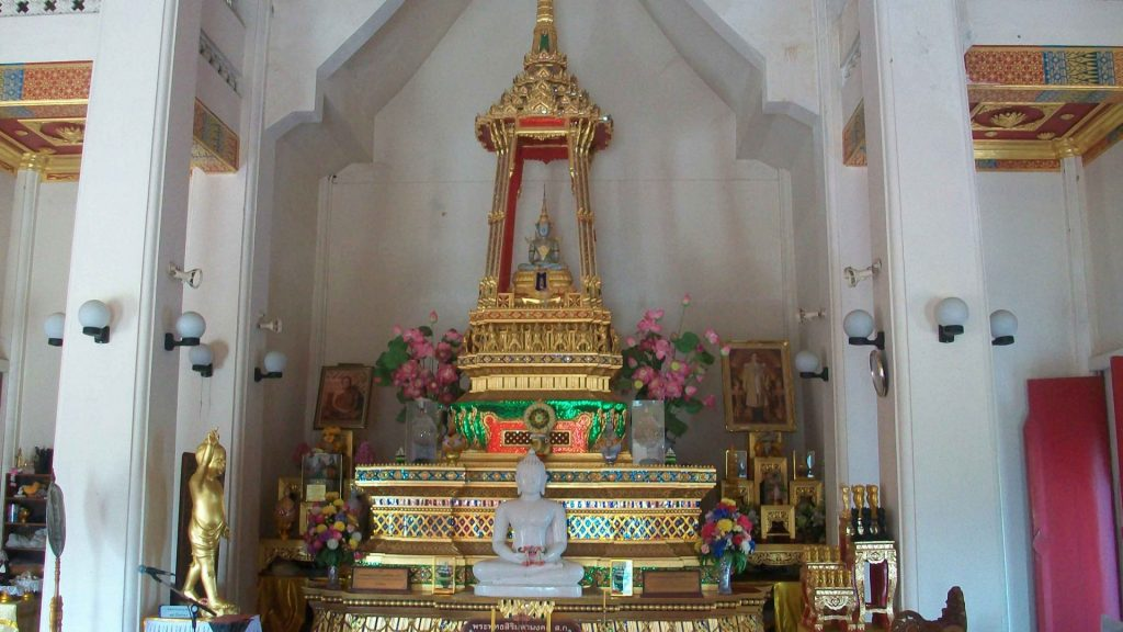 Buddhist religious tour 6