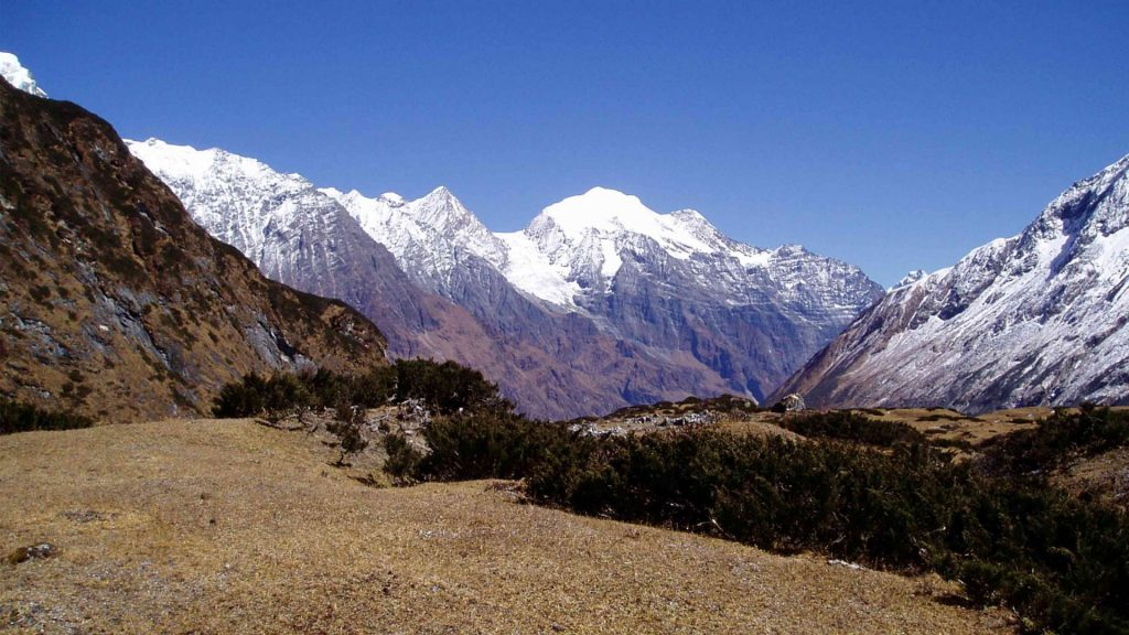 Mount manaslu helicopter tour 4