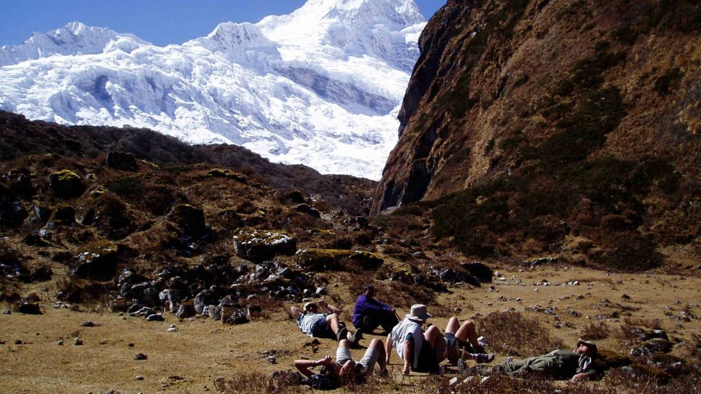Mount manaslu helicopter tour 6