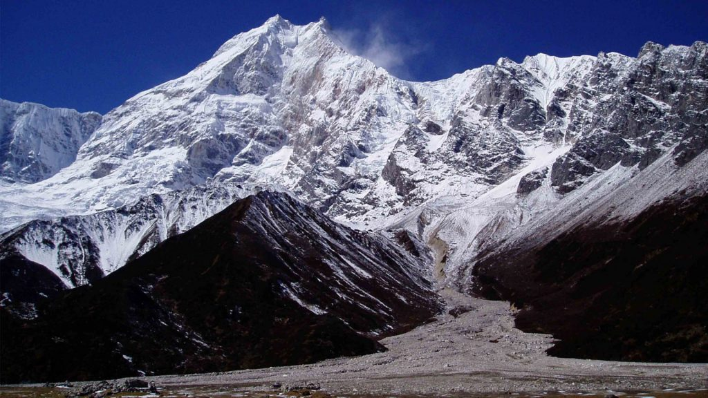 Mount manaslu helicopter tour 7