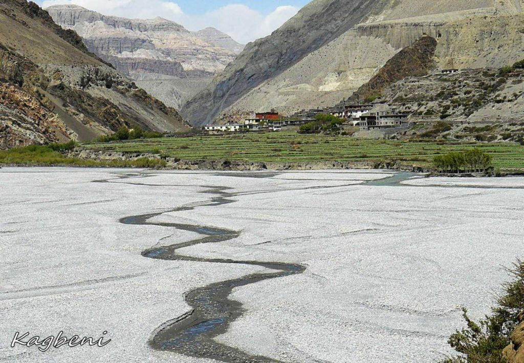 Upper mustang trek in helicopter fly out (1)