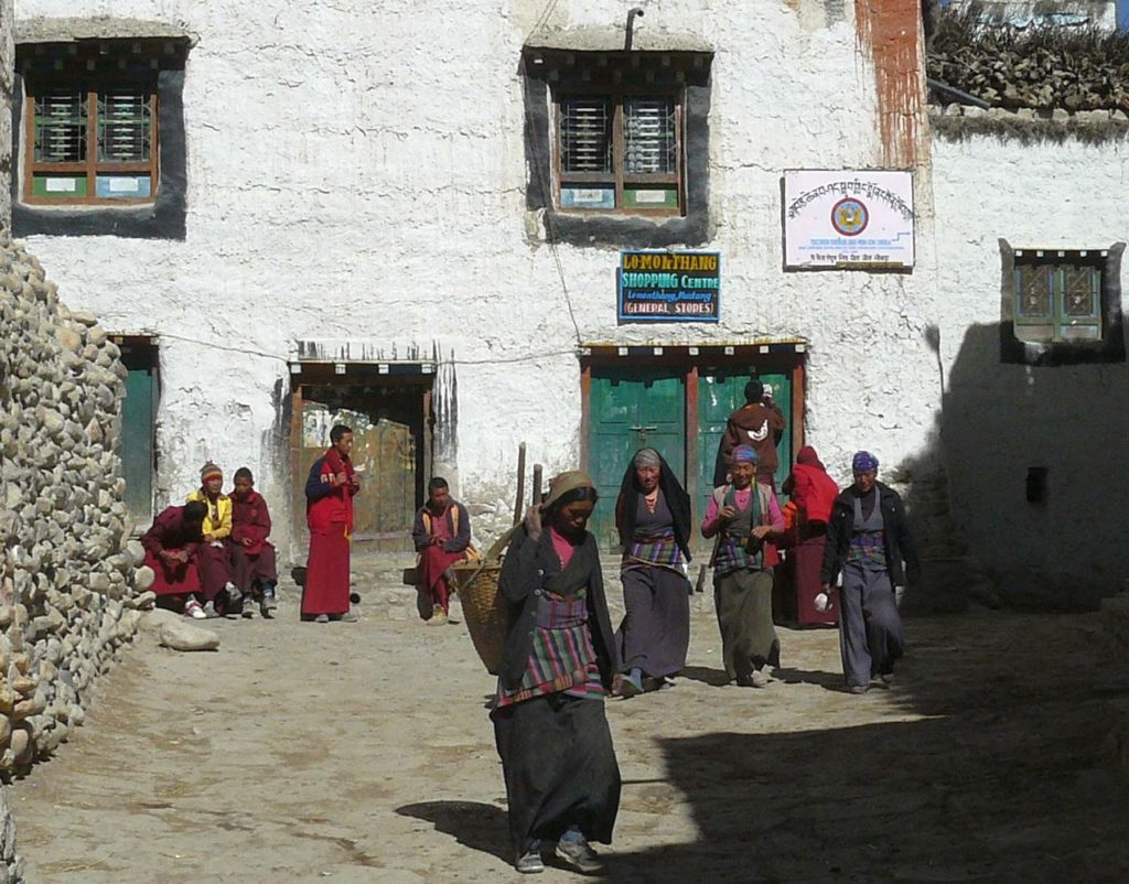Upper mustang trek in helicopter fly out (21)